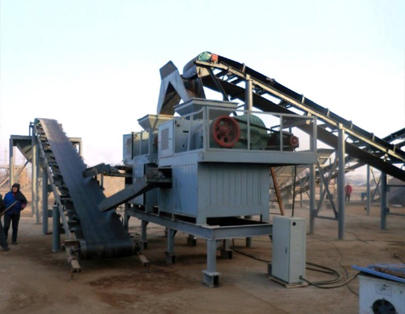 Coal slime briquetting machine